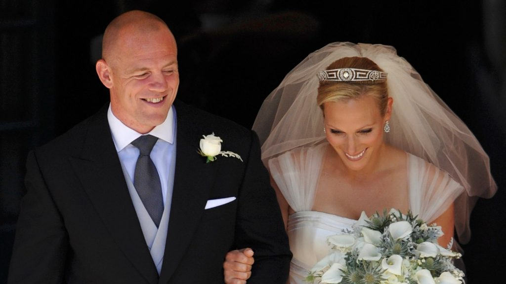 Le capitaine de rugby anglais Mike Tindall et Zara Phillips quittent l'église après leur mariage à Canongate Kirk le 30 juillet 2011 à Édimbourg, en Écosse. La petite-fille de la Reine, Zara Phillips, épousera aujourd'hui le joueur de rugby anglais Mike Tindall à Canongate Kirk. De nombreux membres de la famille royale sont attendus, dont le duc et la duchesse de Cambridge.