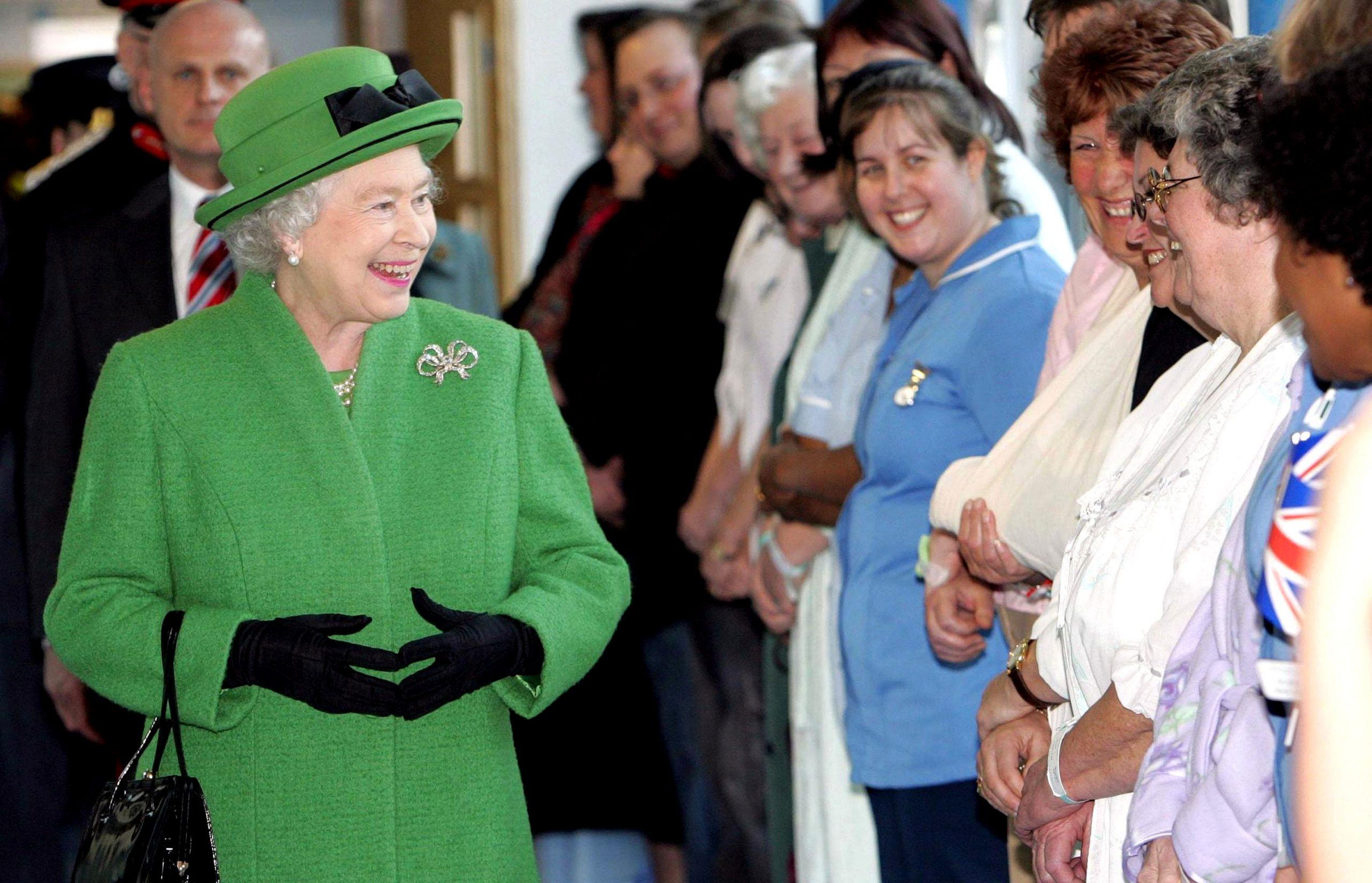 La Reine, le personnel du NHS