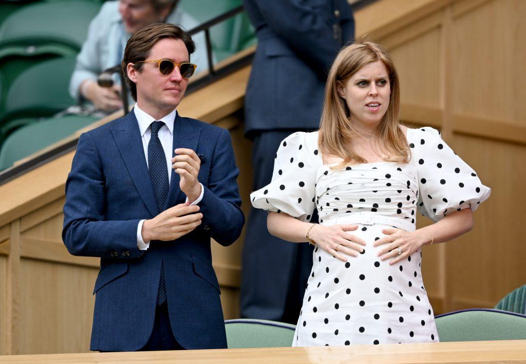 Edo Mapelli Mozzi et la Princesse Béatrice, Mme Edoardo Mapelli Mozzi assistent au tournoi de tennis des Championnats de Wimbledon au All England Lawn Tennis and Croquet Club le 08 juillet