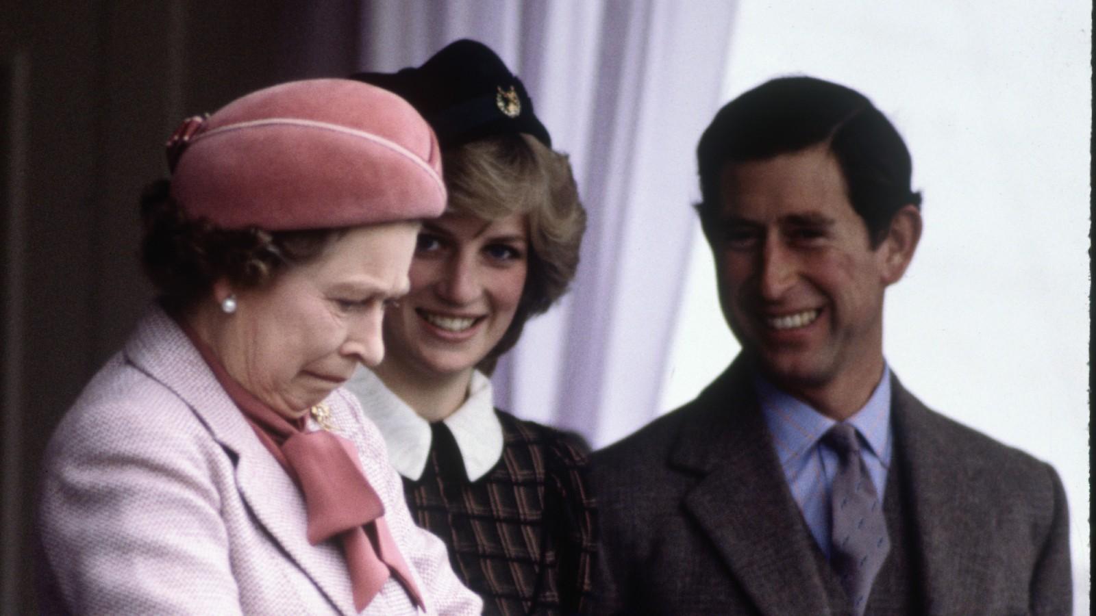 La Reine, la Princesse Diana, et le Prince Charles