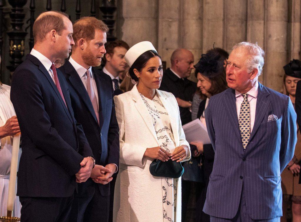 Meghan, duchesse de Sussex (2R) discute avec le prince Charles, prince de Galles (R), tandis que le prince William, duc de Cambridge (L), discute avec le prince Harry, duc de Sussex (2L), alors qu'ils assistent tous à la cérémonie du Commonwealth Day à l'abbaye de Westminster.