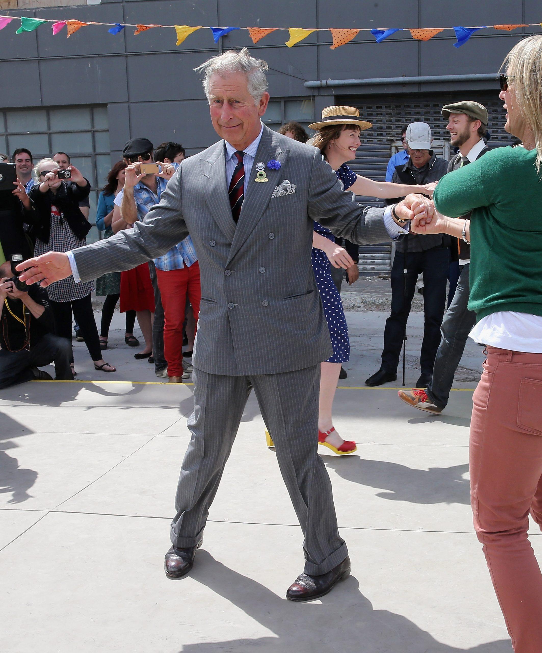 Le Prince Charles danse