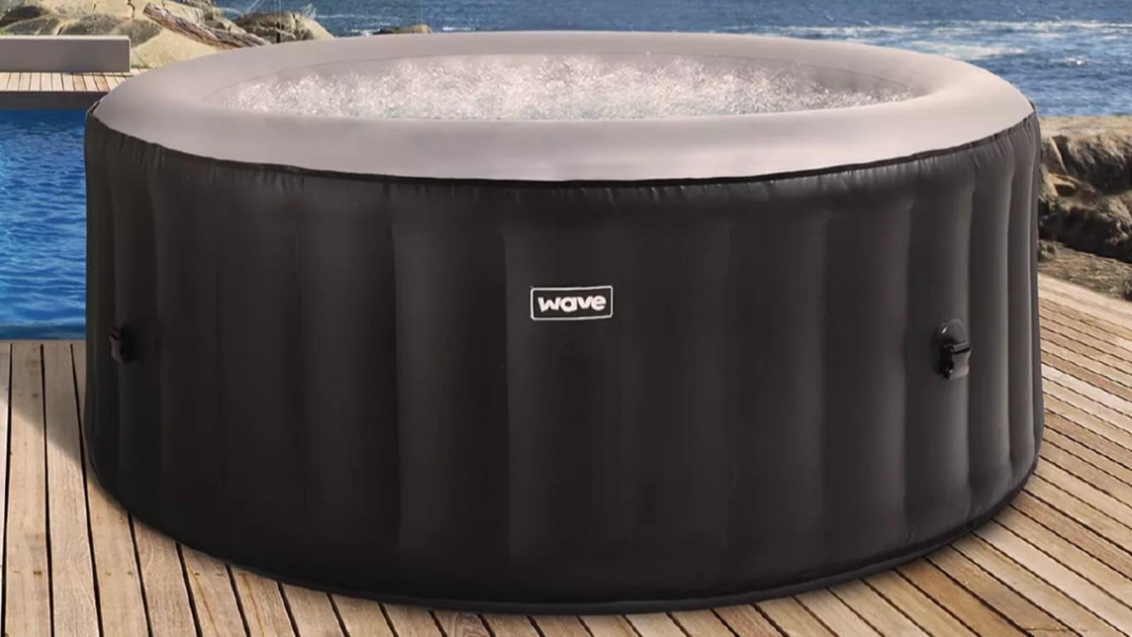 Morrisons a stocké le hot tub Atlantic Wave de wave direct hot tub 105 jets