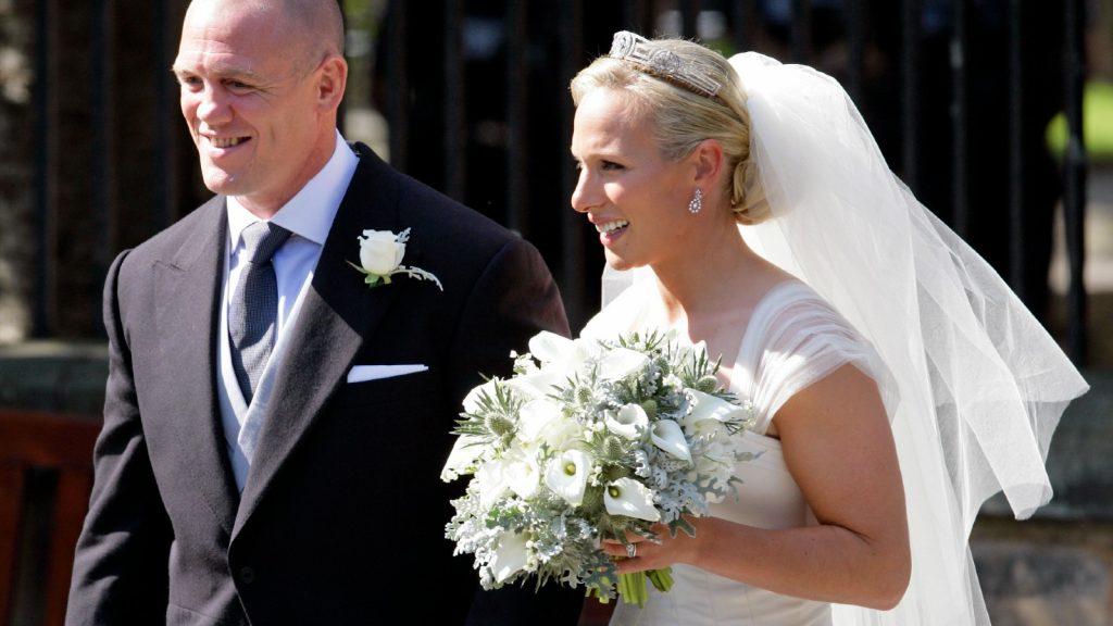 Mike Tindall et Zara Phillips quittent Canongate Kirk après leur mariage le 30 juillet 2011 à Edimbourg, en Ecosse. La petite-fille de la Reine, Zara Phillips, épousera le joueur de rugby anglais Mike Tindall aujourd'hui à Canongate Kirk. De nombreux membres de la famille royale sont attendus, dont le duc et la duchesse de Cambridge.