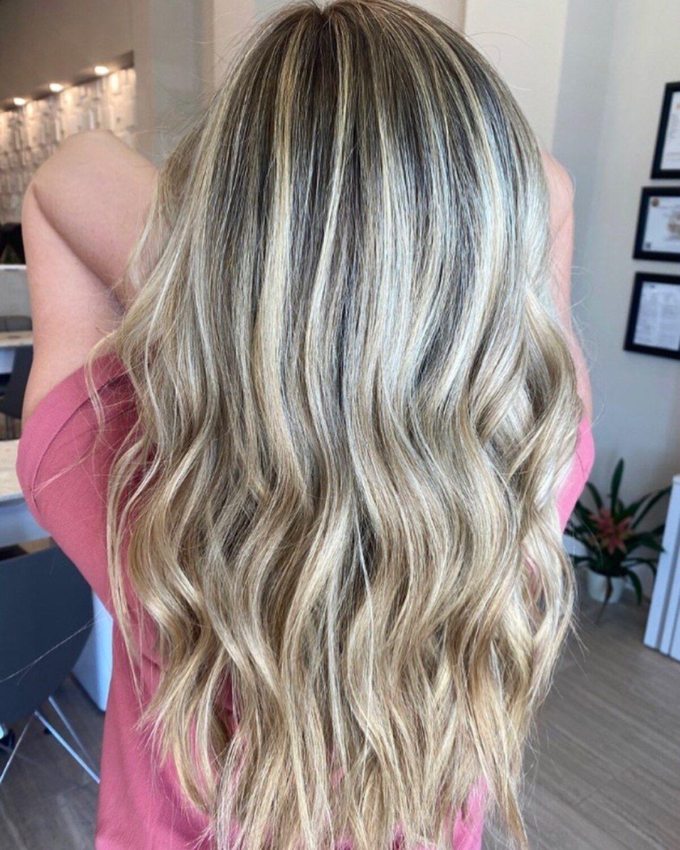 Cheveux blond champagne dimensionnel