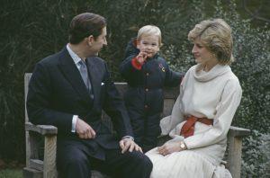 Le Prince Charles avec le Prince William et la Princesse Diana au Palais de Kensington