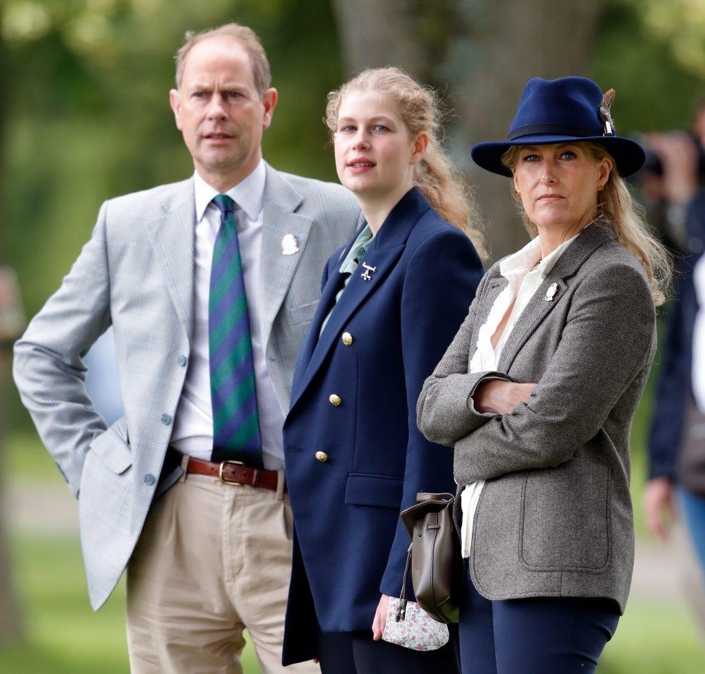 Le Prince Edward, Comte de Wessex, Lady Louise Windsor et Sophie, Comtesse de Wessex regardent le marathon d'attelage lors de la troisième journée du Royal Windsor Horse Show.
