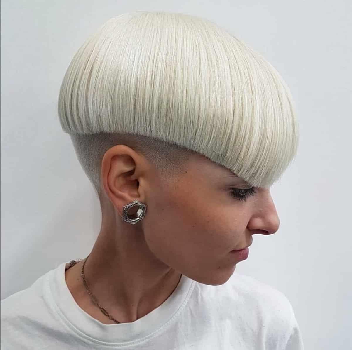 Coupe de cheveux Edgy Bow pour les femmes