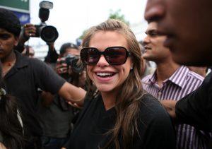 Jade Goody arrivant à l'aéroport de Mumbai, sur le point d'entrer dans la maison Bigg Boss.