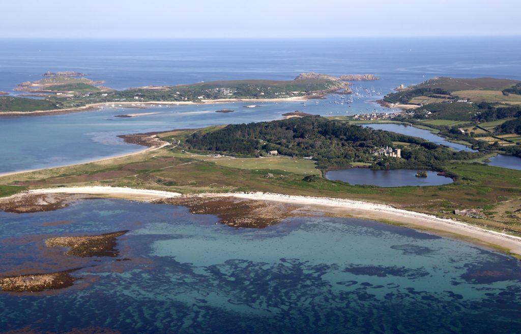 Une vue générale de l'île de St Mary's avant la visite du Prince Charles, Prince de Galles et Camilla, Duchesse de Cornouailles.