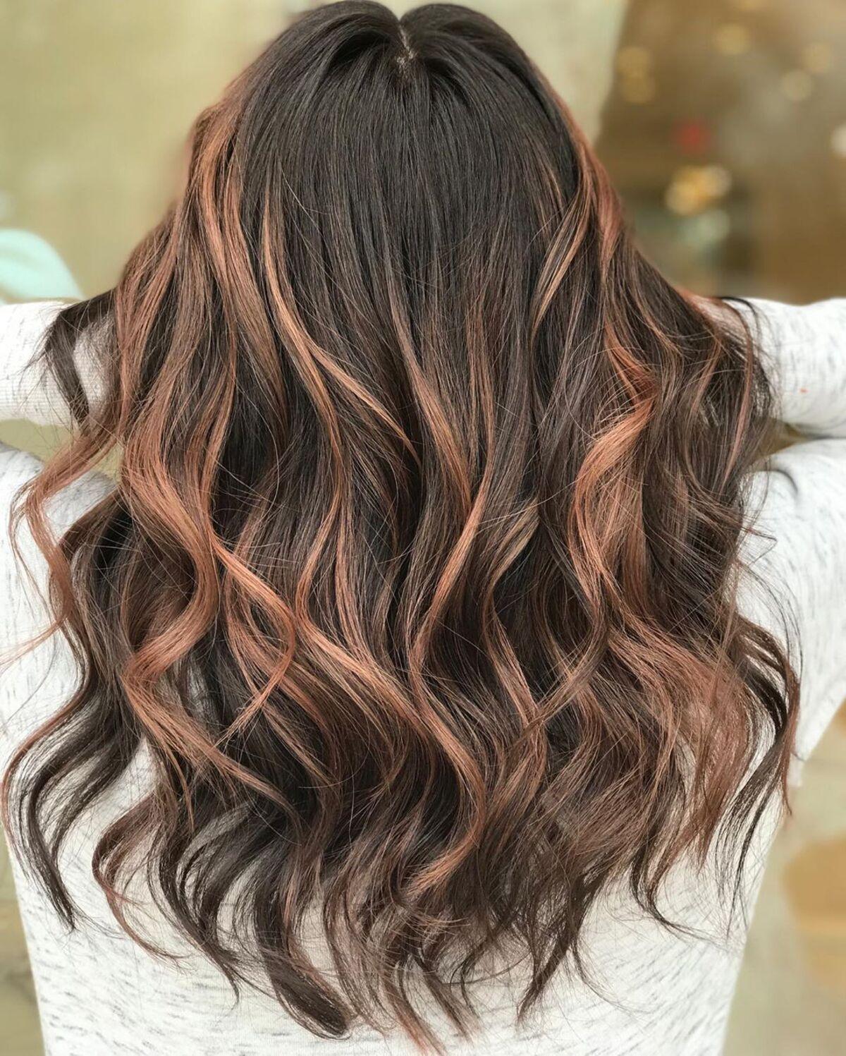 Mèches Rose Gold sur cheveux foncés