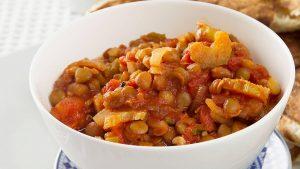 repas végétariens hypocaloriques balti aux lentilles et épinards
