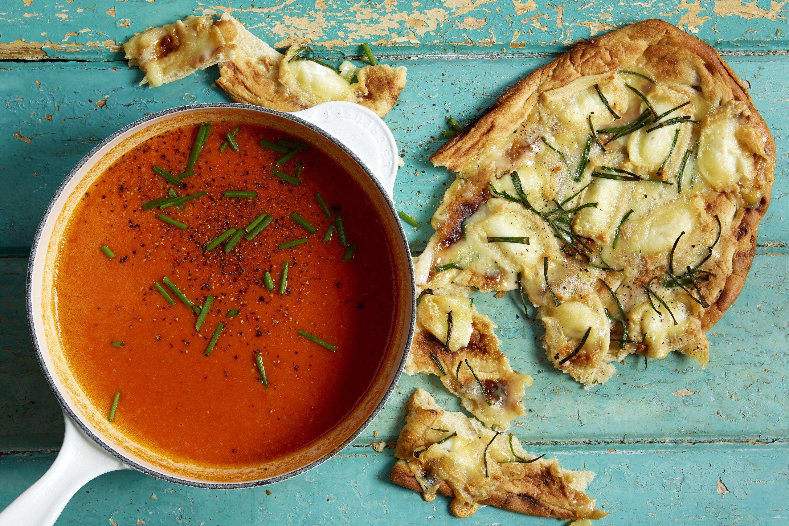 Soupe de poivrons rôtis au fromage de chèvre