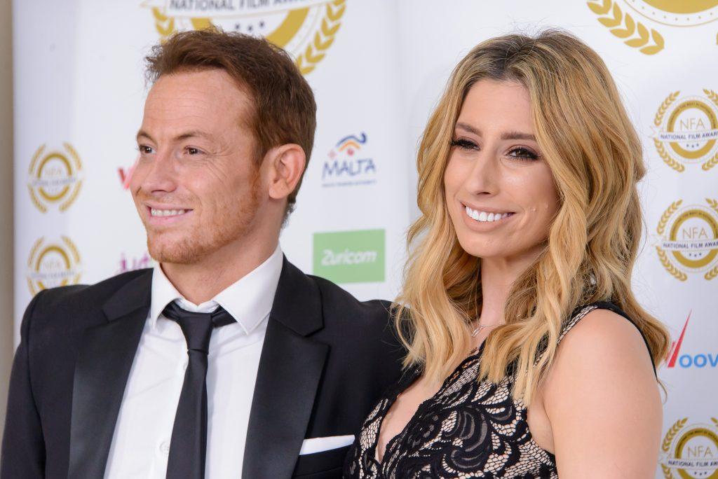 Joe Swash et Stacey Solomon assistent aux National Film Awards au Porchester Hall le 29 mars 2017.