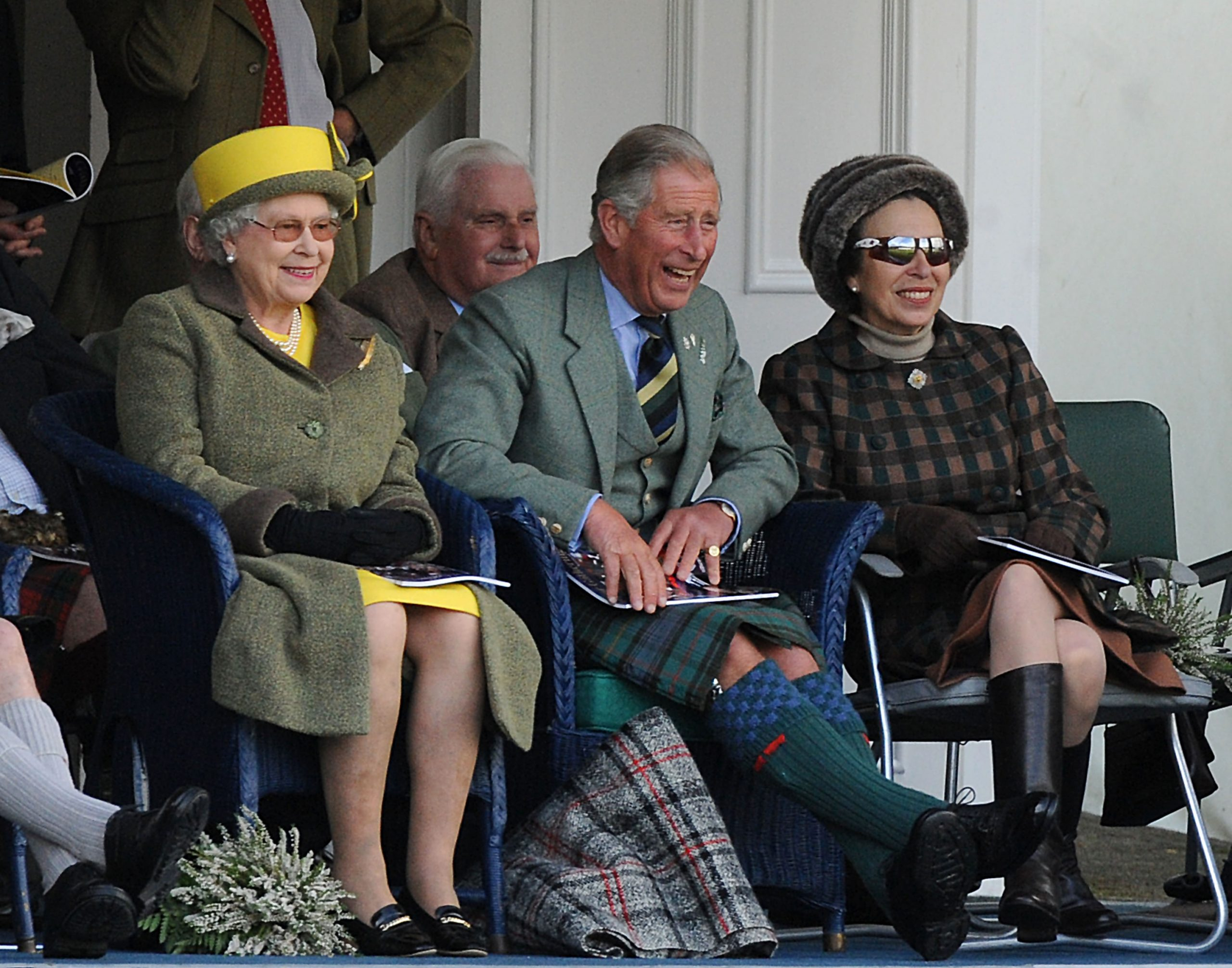 Le Prince Charles, la Princesse Anne et la Reine