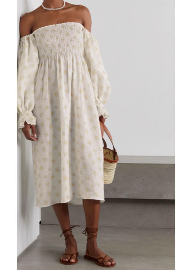 Robe blanche décolletée Sleeper Atlanta portée lors d'un mariage