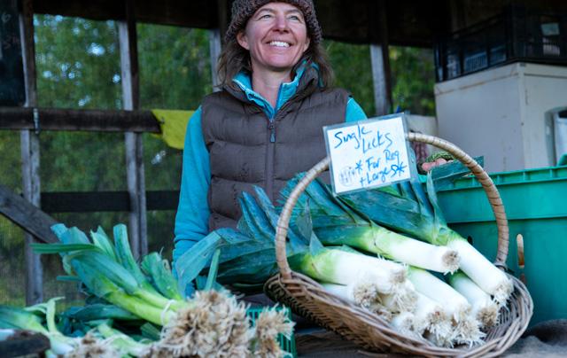 Femme vendant des poireaux-