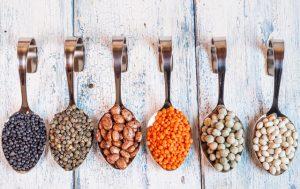 Cuillères de haricots secs et de légumes secs
