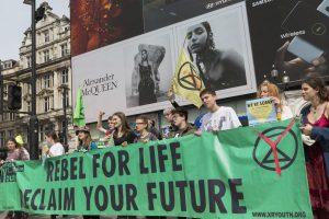 Extinction Rebellion, qui est un groupe de protestation, à Piccadilly Circus en 2019.