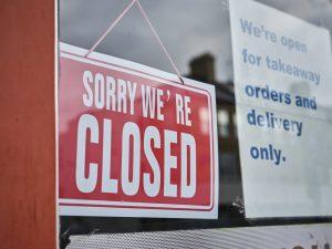 Enseigne de magasin fermé