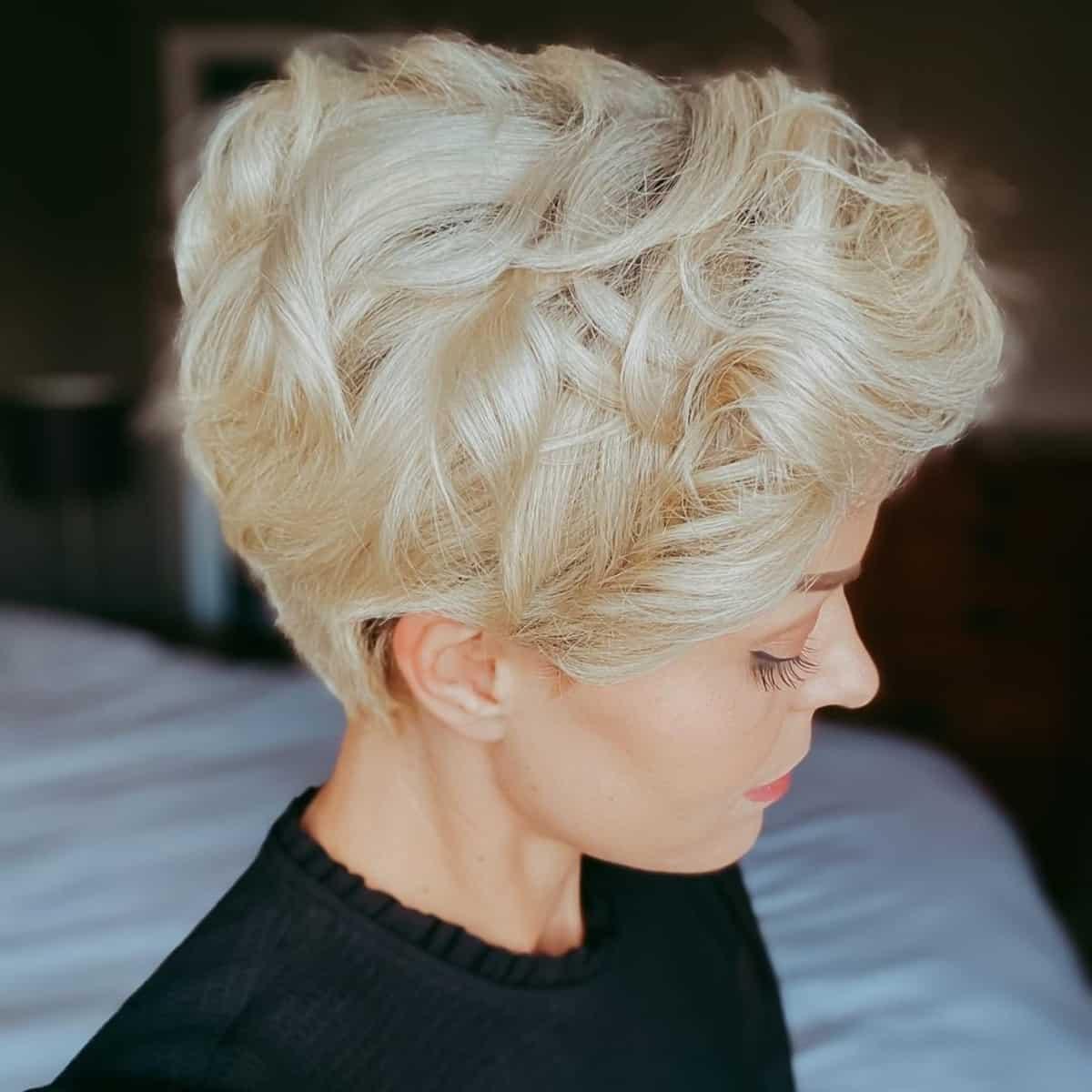 Layered Pixie Hairstyle sur cheveux ondulés