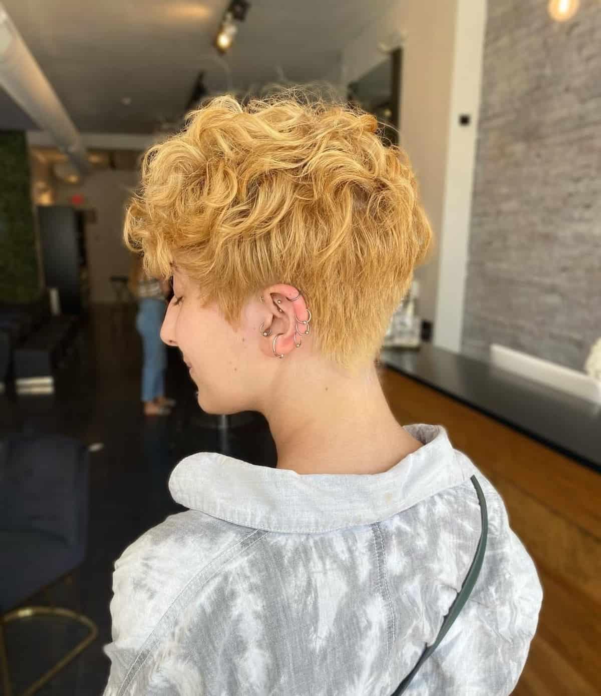 Pixie effilée pour cheveux ondulés