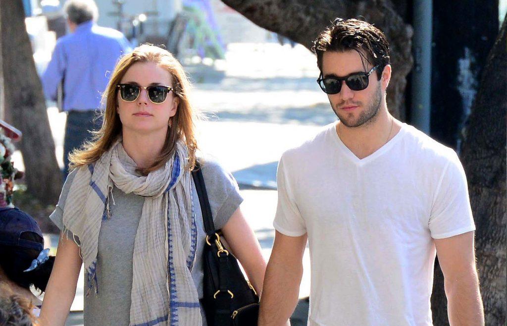 Emily VanCamp et Josh Bowman sont vus le 10 février 2014 à Los Angeles.