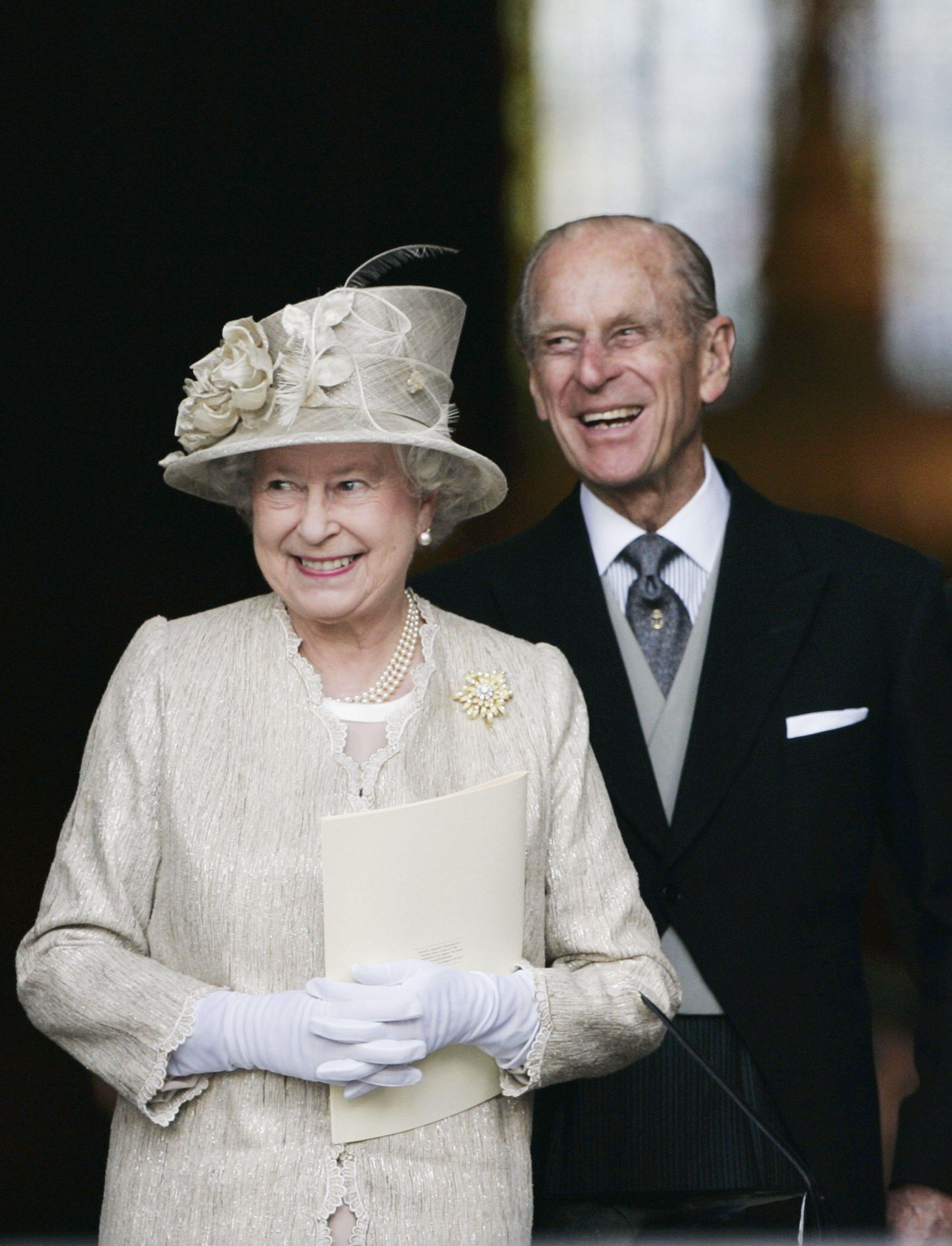 La Reine Elizabeth II et le Prince Philip, Duc d'Edimbourg, arrivent à la cathédrale St Paul pour un service d'action de grâce organisé en l'honneur du 80e anniversaire de la Reine, le 15 juin 2006 à Londres.