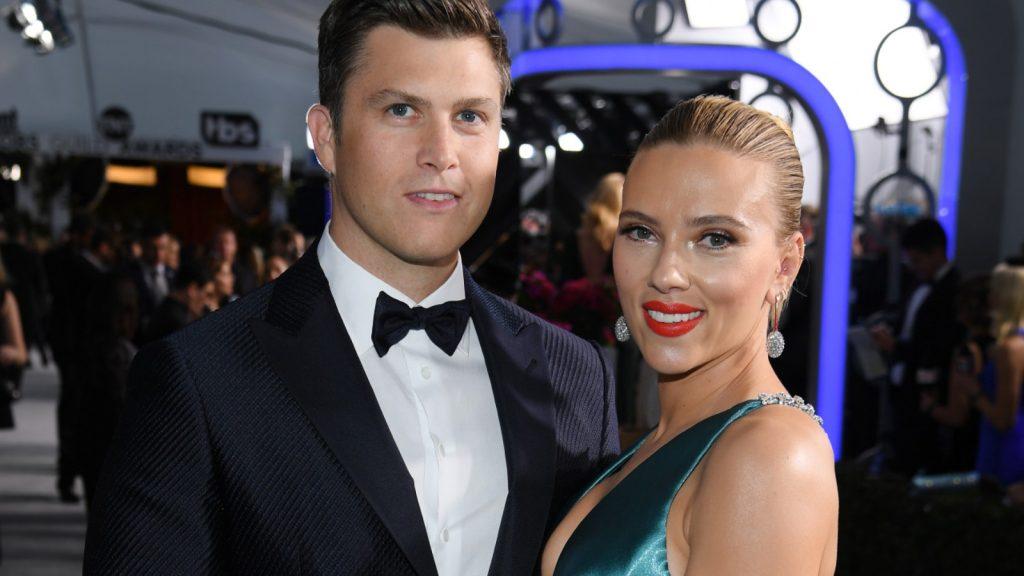 Colin Jost et Scarlett Johansson assistent à la 26e cérémonie annuelle des Screen Actors Guild Awards au Shrine Auditorium le 19 janvier 2020 à Los Angeles, en Californie.