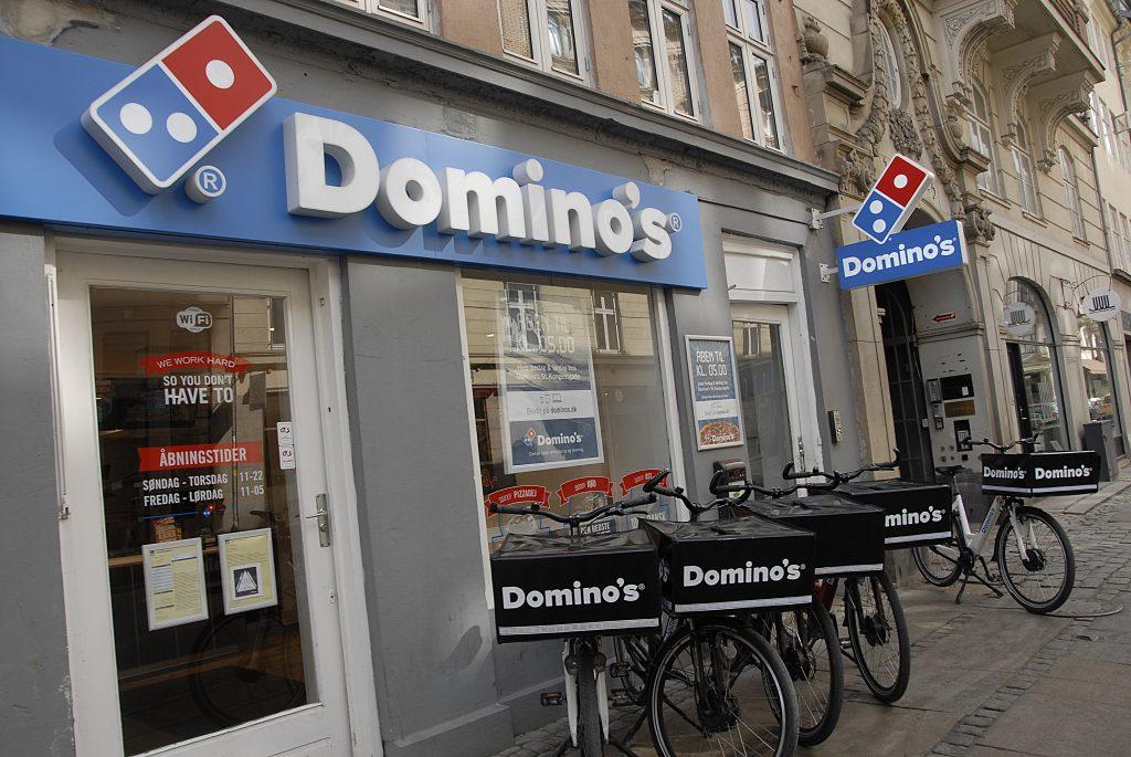La chaîne américaine Dominos livre des pizzas avec des vélos Domino's.