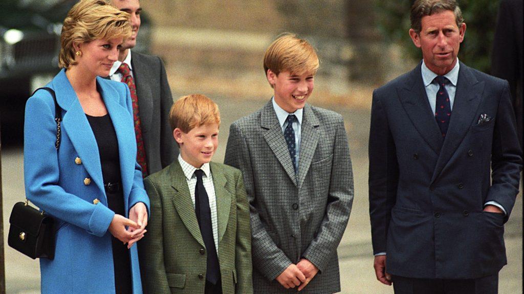 La Princesse Diana, le Prince Harry, le Prince William, le Prince Charles lors du premier jour du Prince William à Eton.