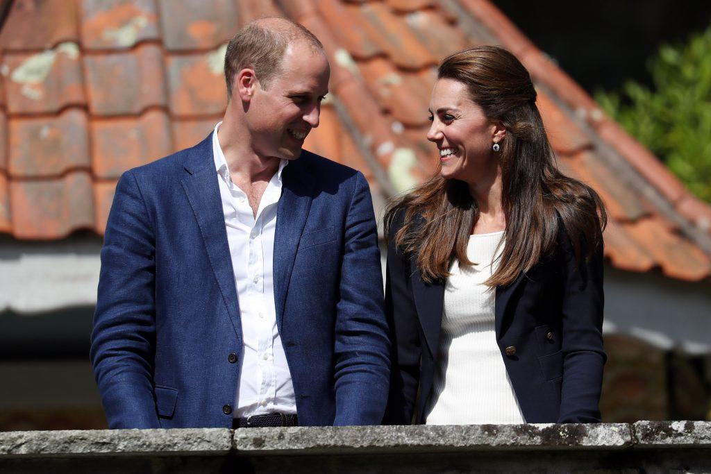 Le prince William, duc de Cambridge, et Catherine, duchesse de Cambridge, aux jardins de l'abbaye de Tresco lors d'une visite en Cornouailles, le 2 septembre 2016 à Tresco, en Angleterre.