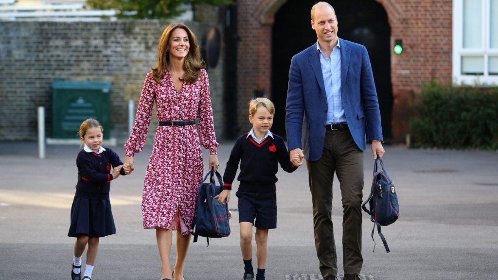 La princesse Charlotte arrive pour son premier jour d'école, avec son frère le prince George et ses parents le duc et la duchesse de Cambridge, au Thomas's Battersea à Londres le 5 septembre 2019 à Londres, en Angleterre.