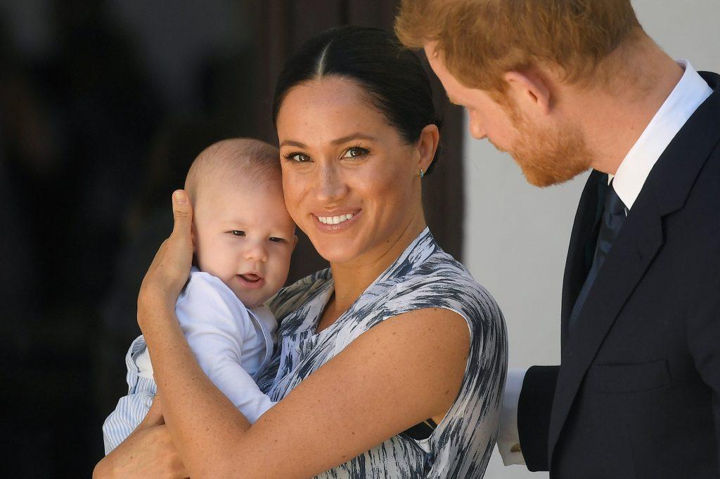 Le prince Harry, duc de Sussex, et Meghan, duchesse de Sussex, et leur petit garçon Archie Mountbatten-Windsor.