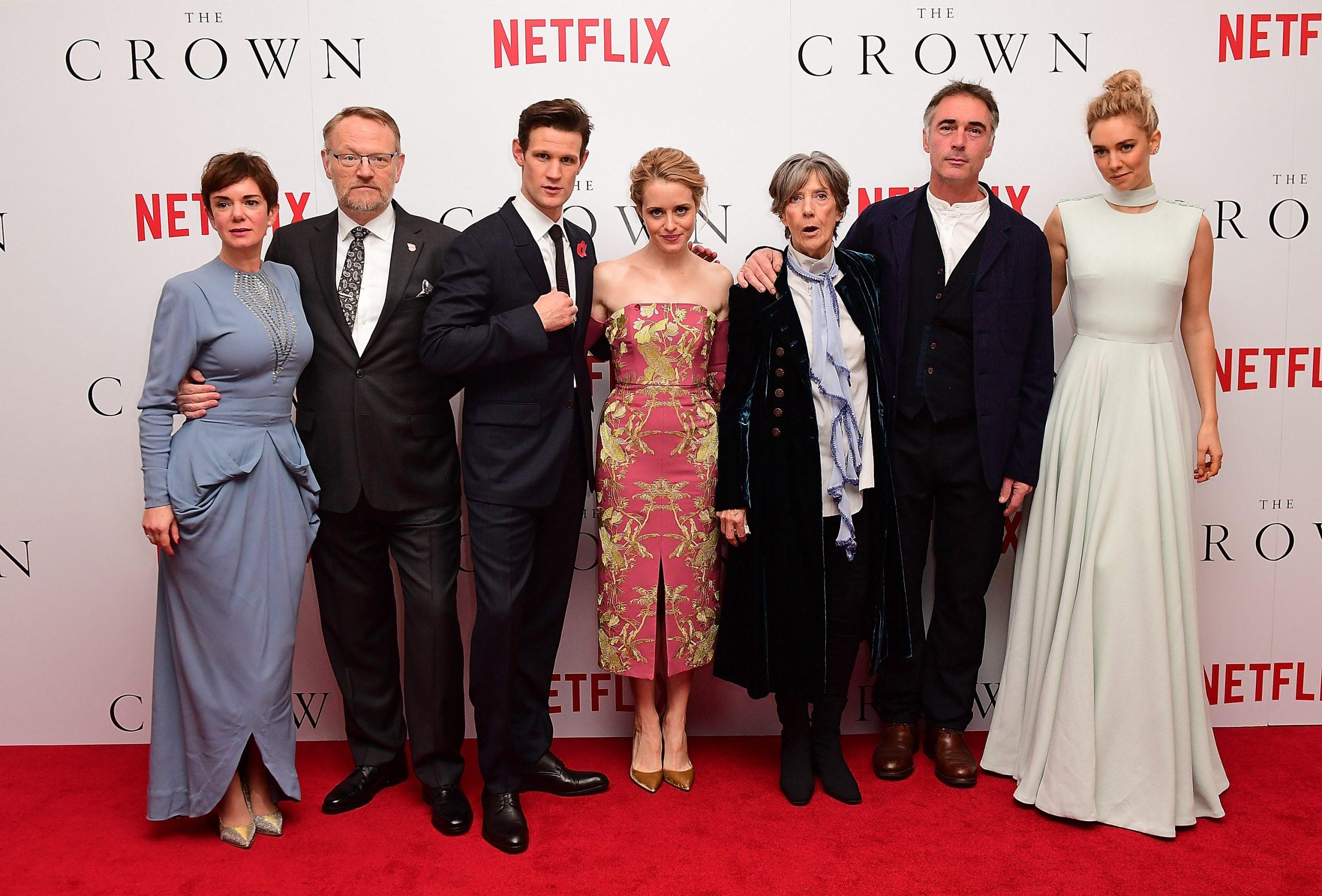 Greg Wise et les acteurs de Netflix The Crown