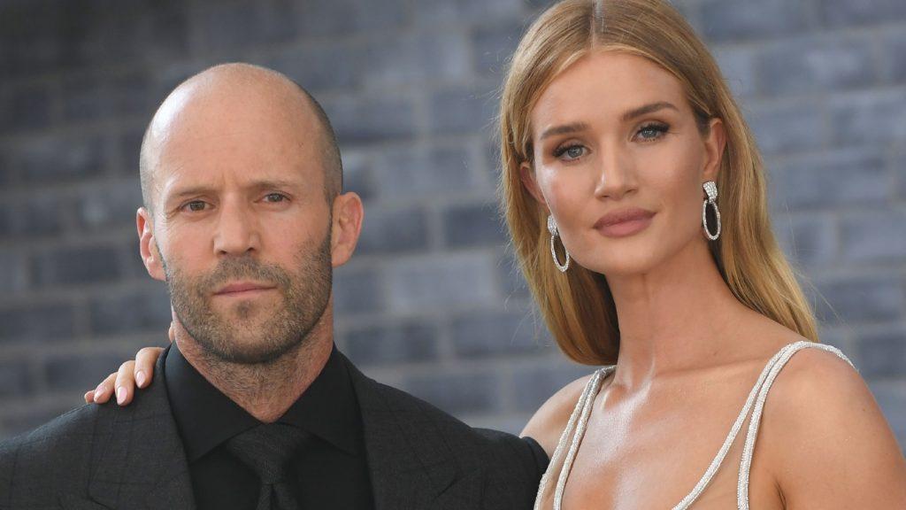 L'acteur anglais Jason Statham et le mannequin anglais Rosie Huntington-Whiteley assistent à la première mondiale de .