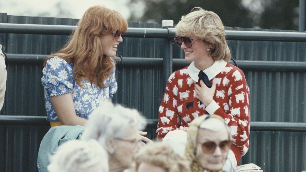 Diana, princesse de Galles, avec Sarah Ferguson au Guard's Polo Club, Windsor, juin 1983.