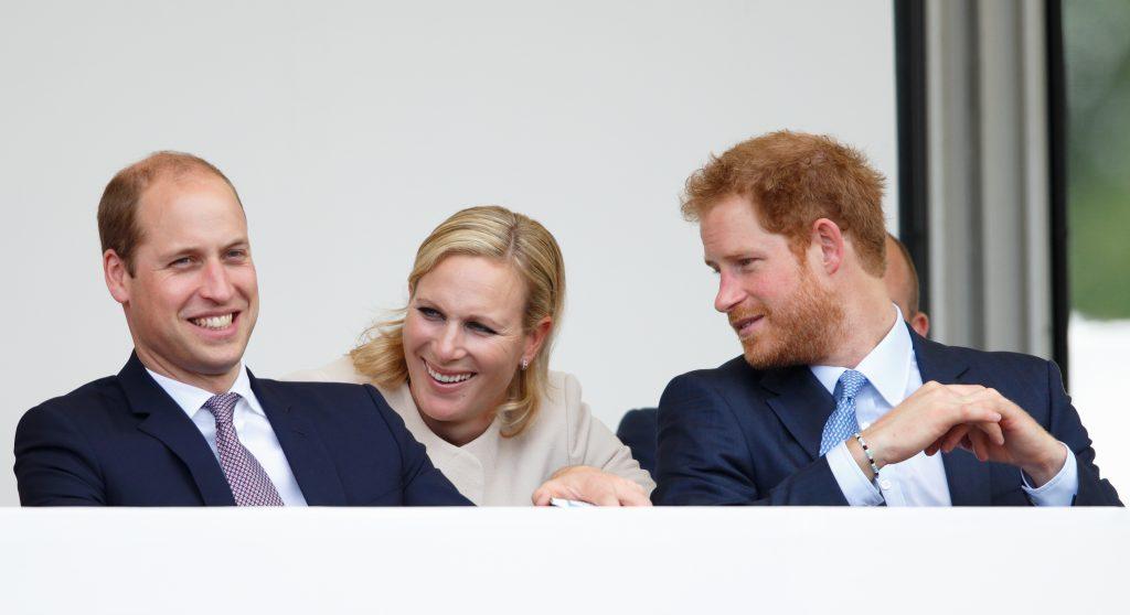Le Prince William, Duc de Cambridge, Zara Phillips et le Prince Harry regardent un défilé de carnaval alors qu'ils assistent aux célébrations du 'Patron's Lunch'.