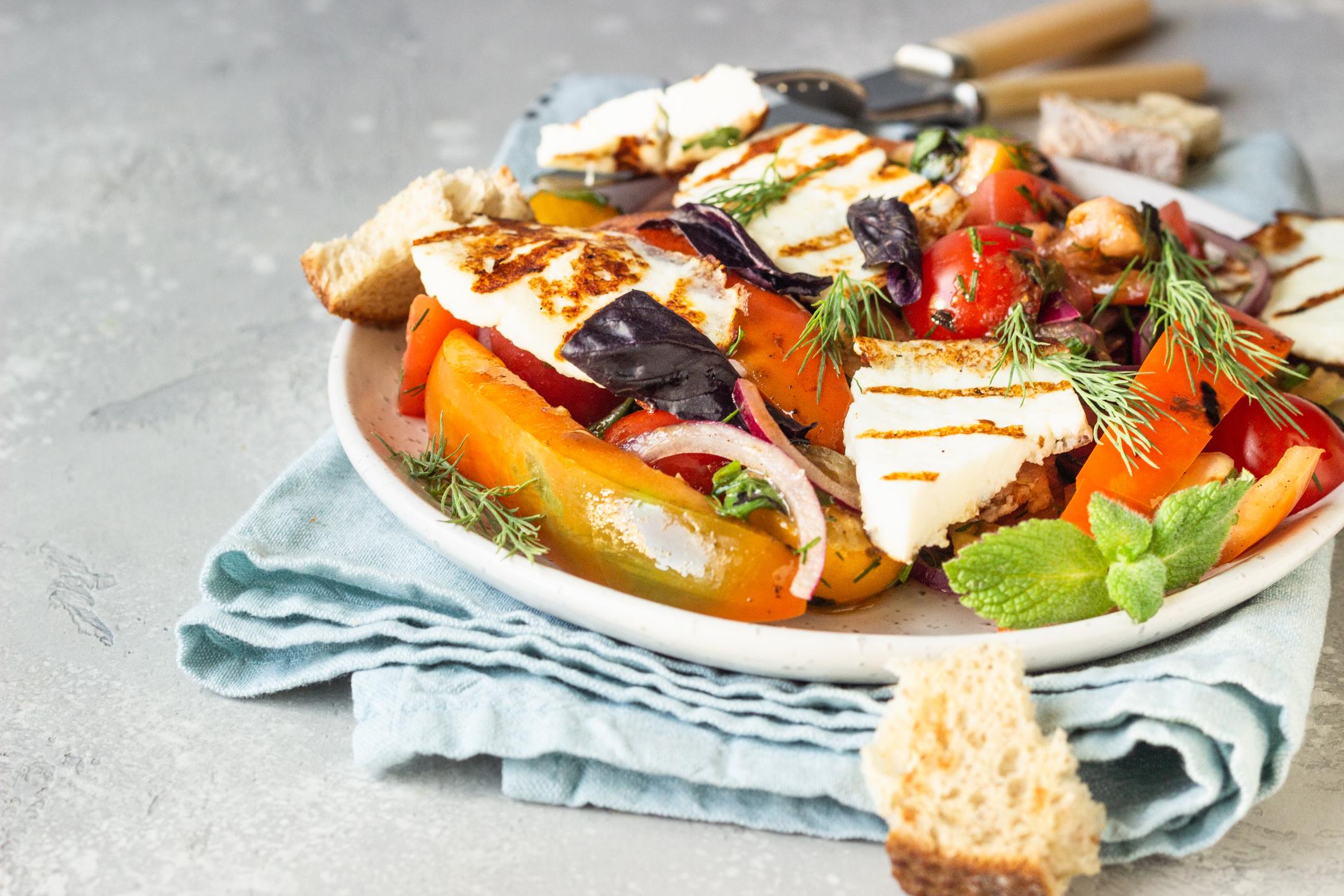 Salade de légumes rôtis et halloumi