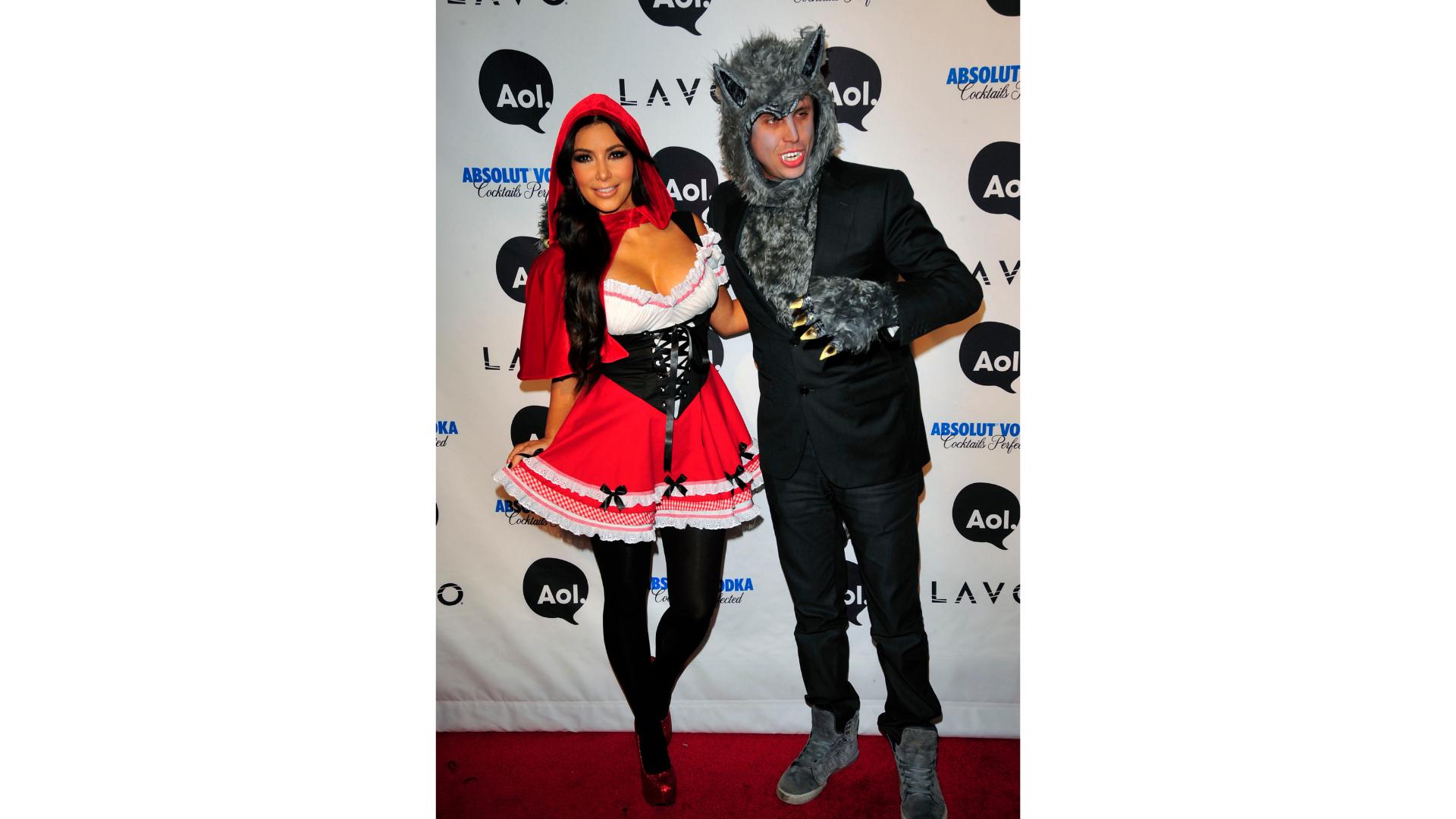 Kim Kardashian et son amie en petit chaperon rouge et loup.