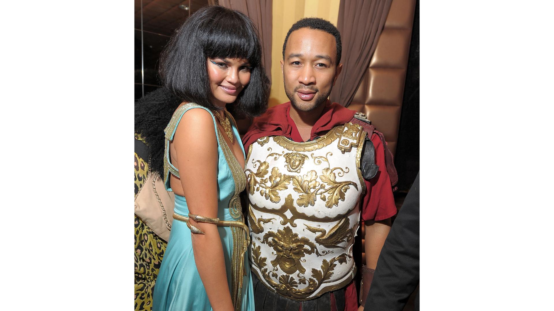 Chrissy Teigan et Johl Legend en Anthony et Cleopatra pour Halloween.
