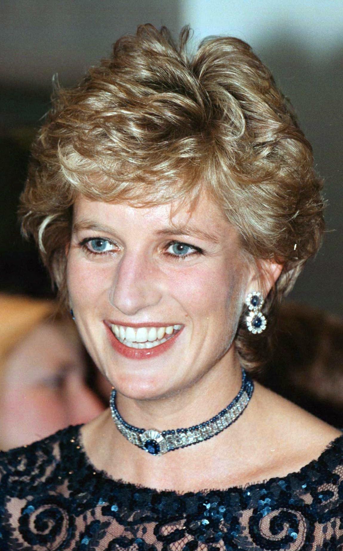 Princesse Diana souriante ROYAUME-UNI - 03 JUIN : PRINCESSE DU PAYS DE GALLES À CARDIFF, PAYS DE GALLES (Photo par Tim Graham Photo Library via Getty Images)