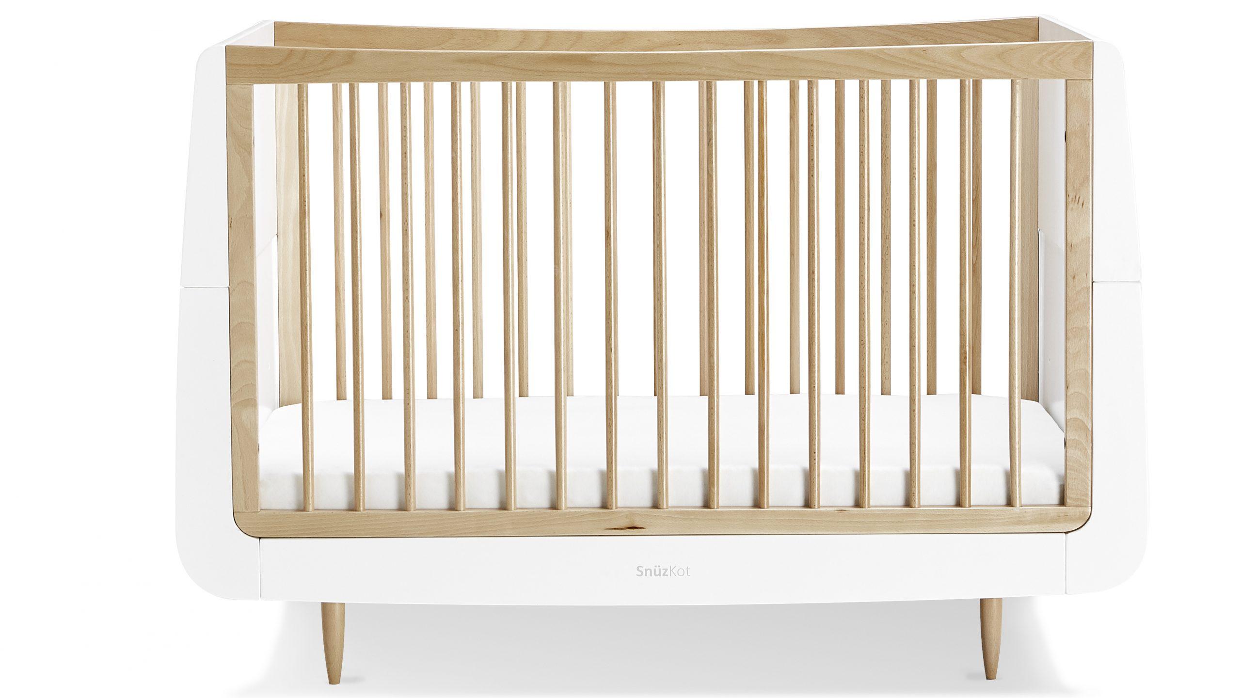 Le lit de bébé SnüzKot Skandi est notre choix parmi les meilleurs lits de bébé.