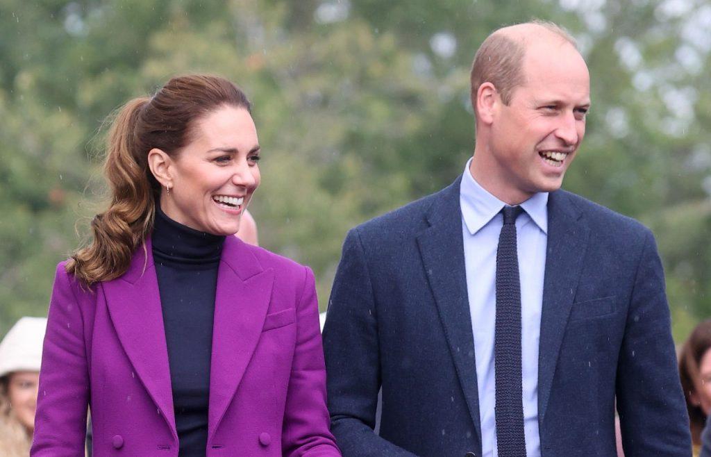 Le Prince William, Duc de Cambridge et Catherine, Duchesse de Cambridge lors d'une visite du campus Magee de l'Université d'Ulster.