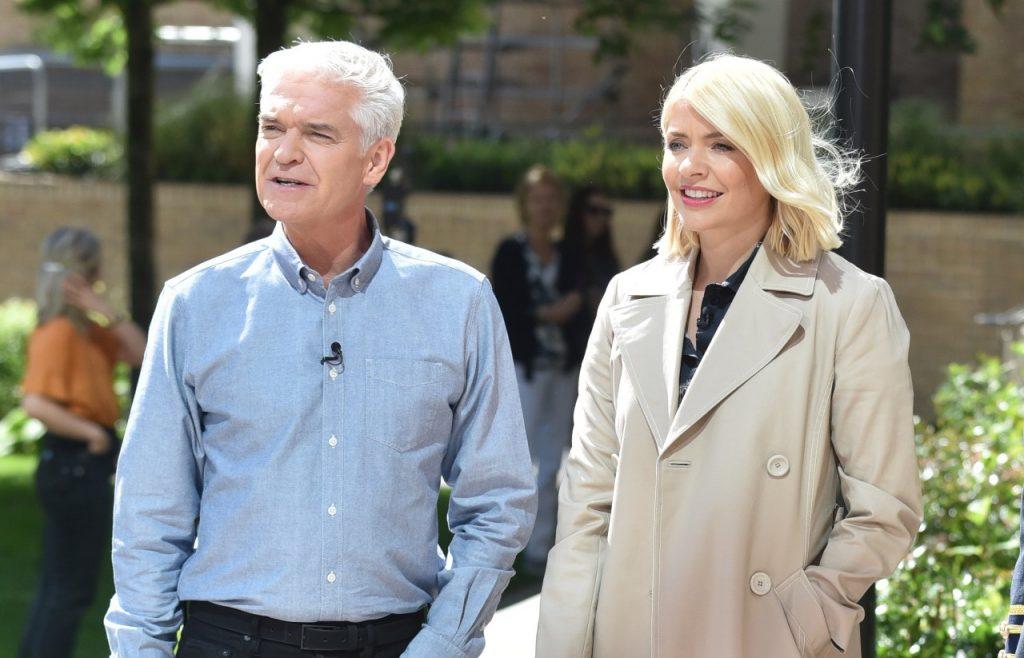 Holly Willoughby et Phillip Schofield sont vus en tournage le 27 juin 2019 à Londres, en Angleterre.