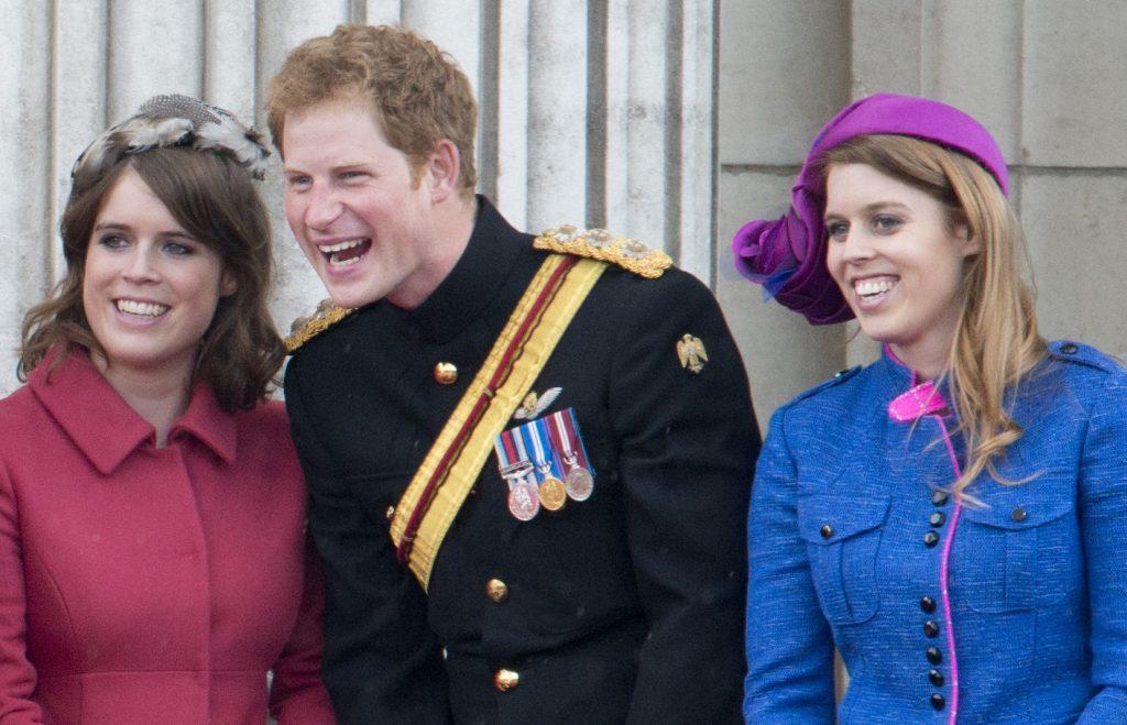 La Princesse Beatrice, le Prince Harry et la Princesse Eugenie lors du défilé des couleurs à Londres