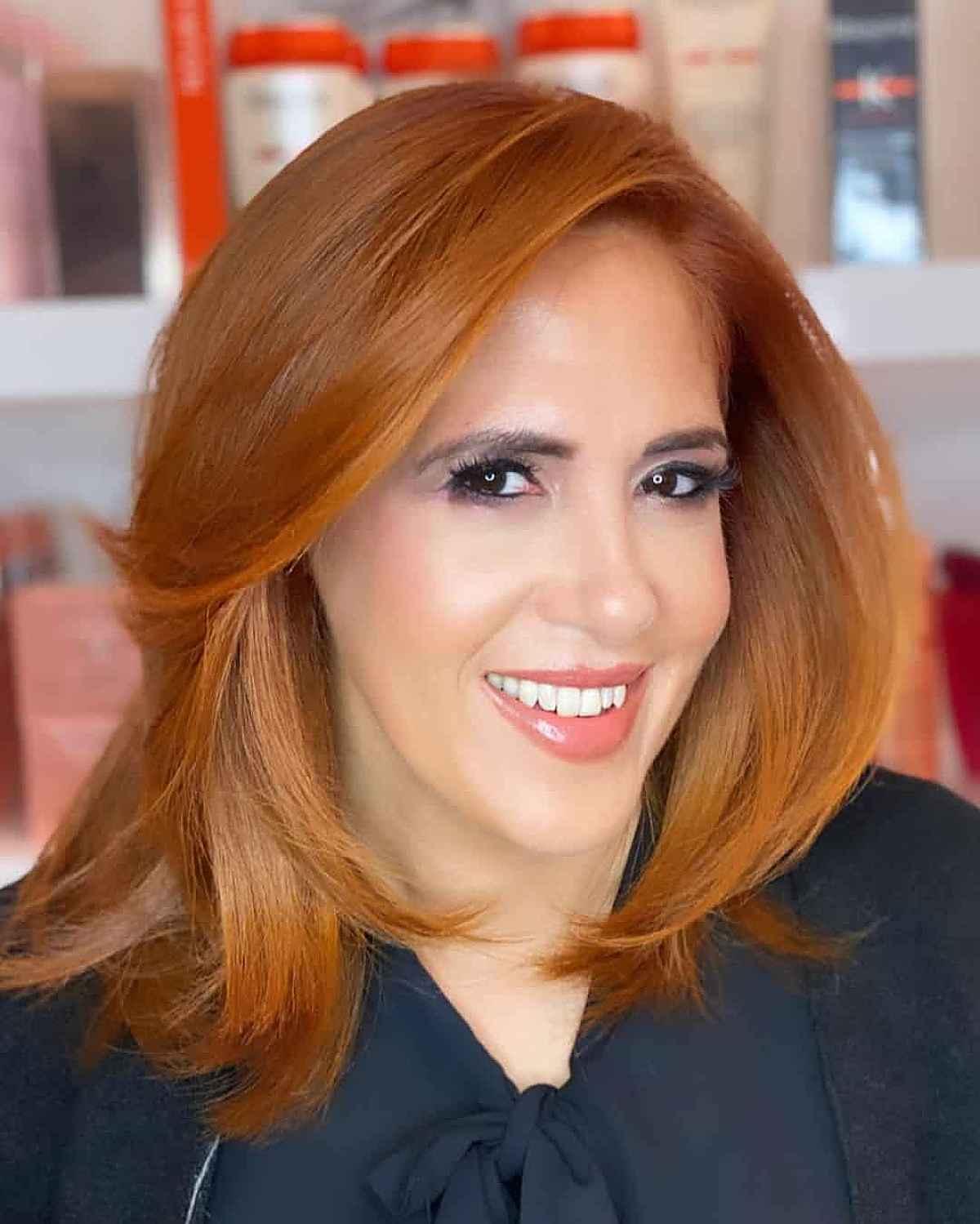 Couleur de cheveux Cannelle-Gingembre inspirée de l'automne pour les femmes de plus de 40 ans
