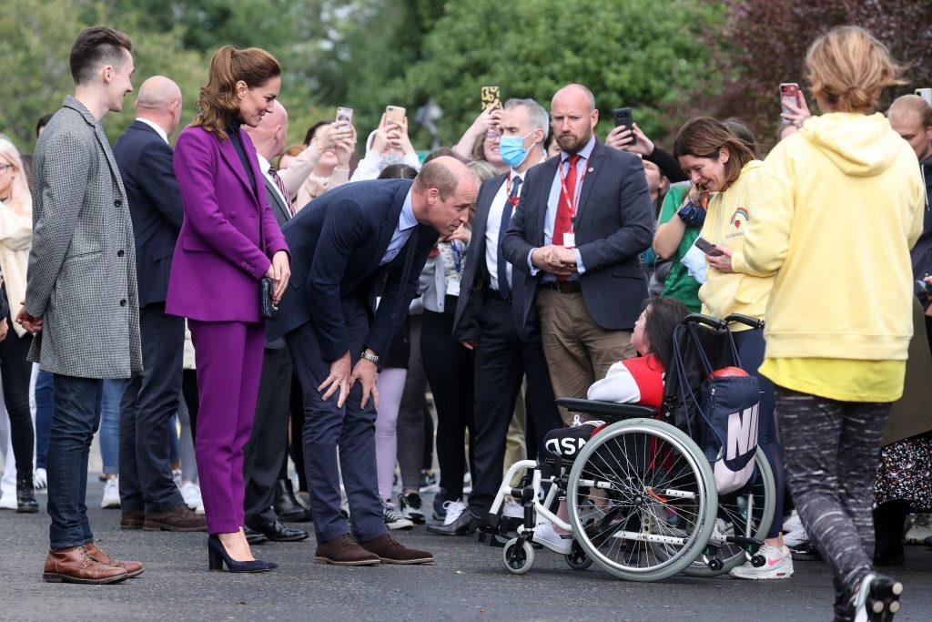 Le Prince William, Duc de Cambridge et Catherine, Duchesse de Cambridge, lors d'une visite du campus Magee de l'Université d'Ulster.
