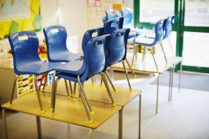 Des salles de classe vides avant l'annonce des places dans les écoles primaires pour 2021