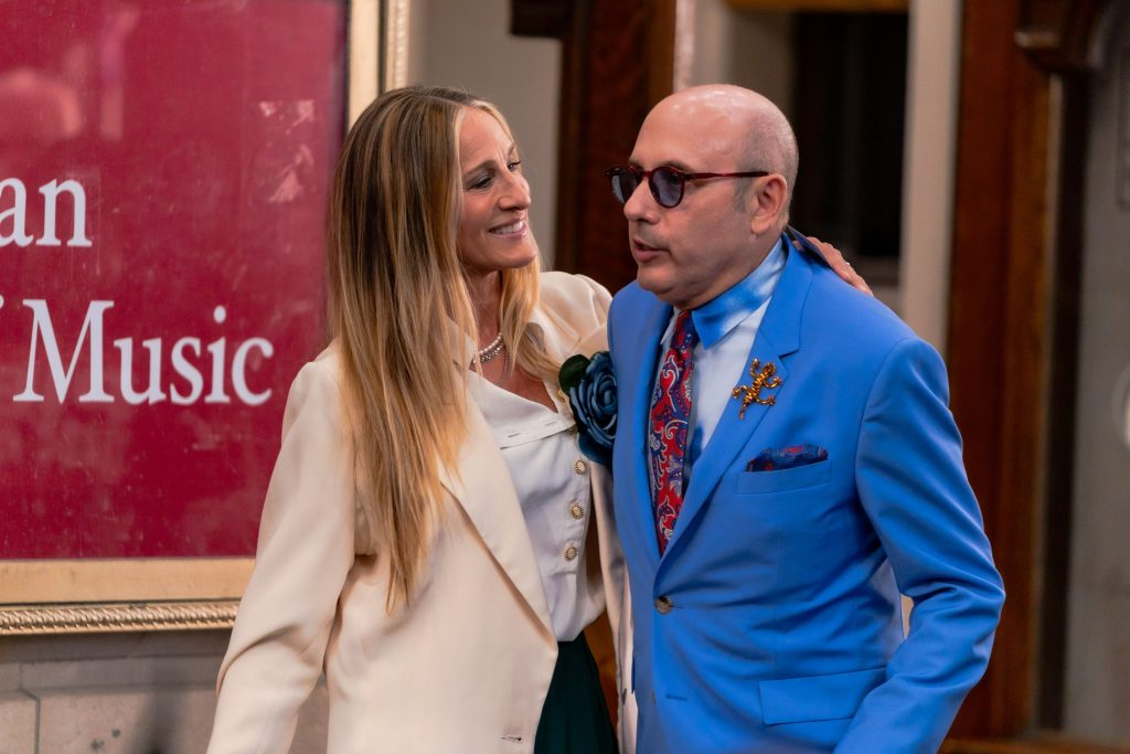 Sarah Jessica Parker (L) and Willie Garson are seen filming